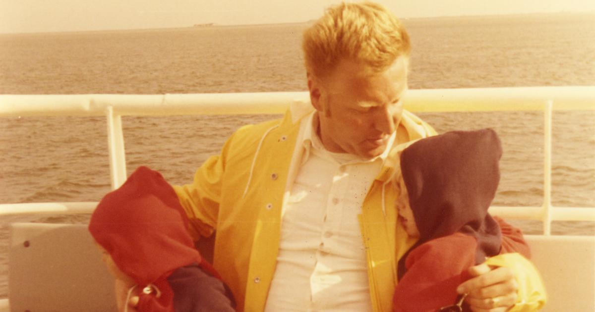 Roland Baader mit zwei seiner Kinder auf der Fähre im Urlaub auf Amrum